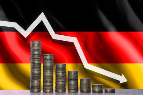 GERMAN COMPANIES WARN OF FALLING PROFITS