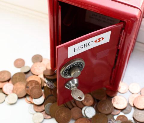 HSBC CUTS JOBS, STOCK PRICE DIPS